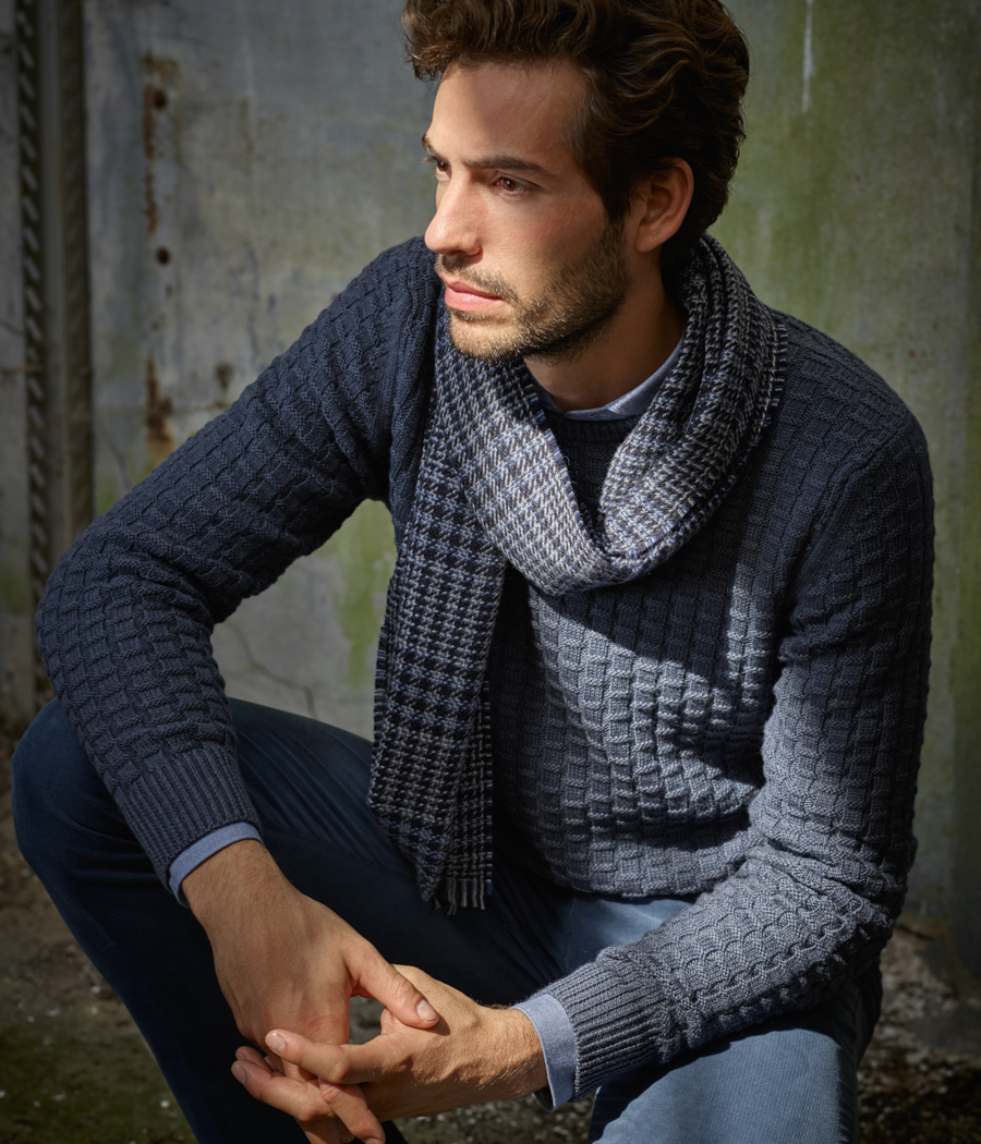 Louis Francois Roeselare album collectie 2018 - Dominique: hemd & pull Hackett / sjaal Z. Zegna